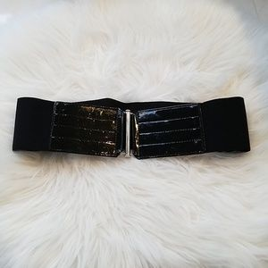 Express Reversible Black & White Belt Size Small
